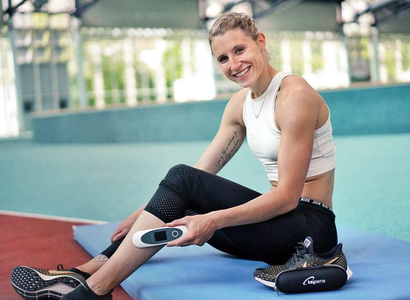 Carolin Schäfer, Siebenkämpferin, mit dem sanakey von Keytec